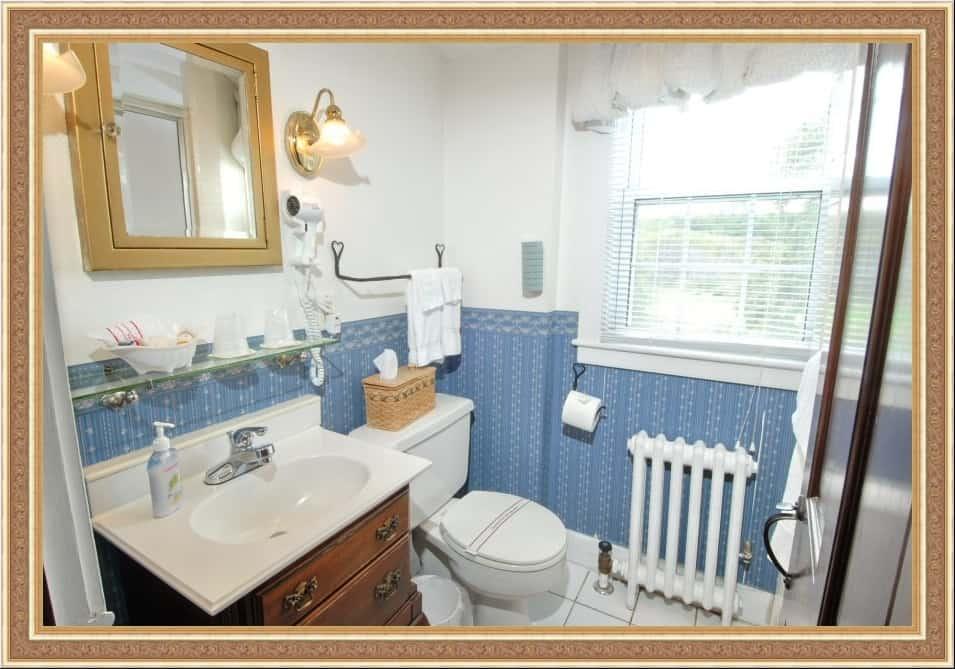 Room 422 Bathroom
